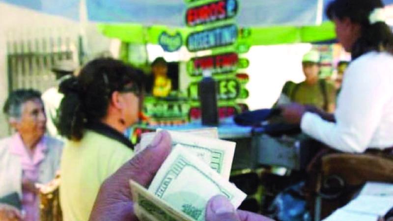 Librecambistas suben el precio del dólar tras resolución del BCB