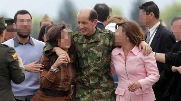 Elcoronel fue rescatado por el Ejército el 13 de junio de 2010, bajo el mandato del ex presidente Álvaro Uribe Vélez.
