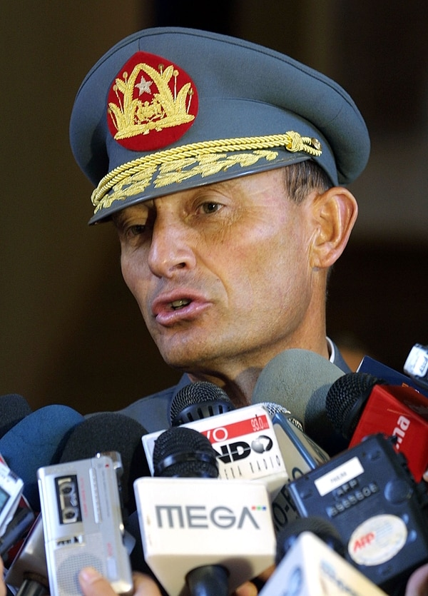 El comandante en jefe del Ejército chileno Juan Emilio Cheyre en marzo del 2004 (AFP)
