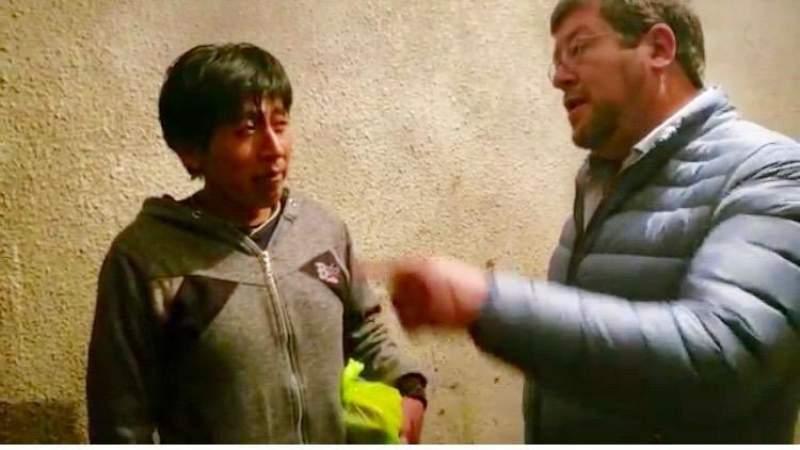 Doria Medina visita a albañil que gritó Bolivia dijo No y le ofrece trabajo