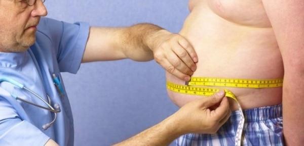 Más del 70 por ciento de la población adulta sufre sobrepeso u obesidad en Estados Unidos, según los Centros de Control y Prevención de Enfermedades (Archivo)