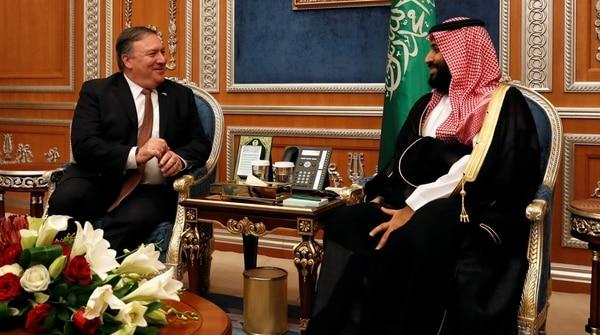 Mike Pompeo junto al príncipe heredero Mohamed bin Salman (REUTERS/Leah Millis/Pool)