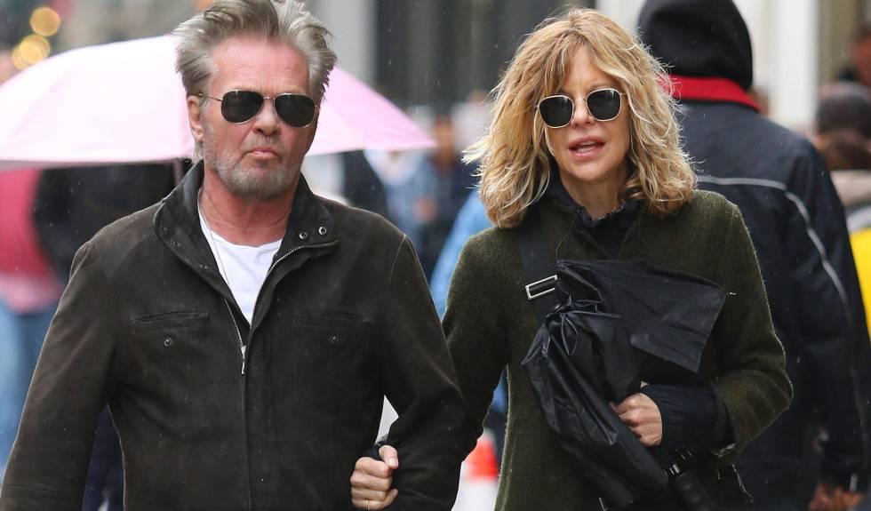 Meg Ryan y John Mellencamp pasean por Nueva York en abril de 2018.