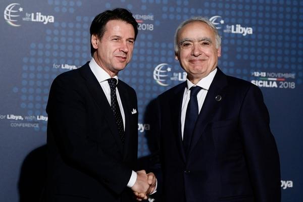 Conte y el enviado espacial de la ONU para Libia Ghassan Salame (Filippo MONTEFORTE / AFP)