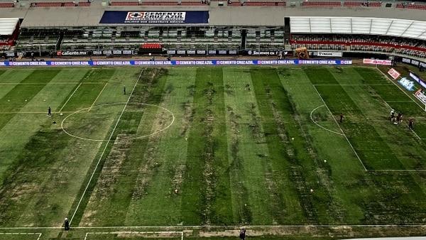 La cancha del Estadio Azteca presenta varias afectaciones (Foto: Especial)