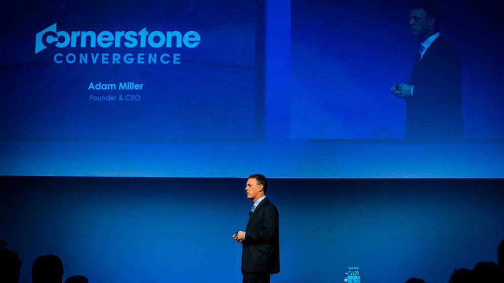 Foto: Adam Miller, CEO de Cornerstone, durante su conferencia.