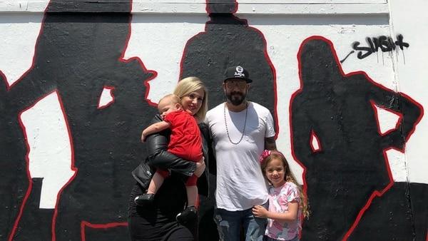 Aj McLean junto con su esposa, Rochelle e hijas