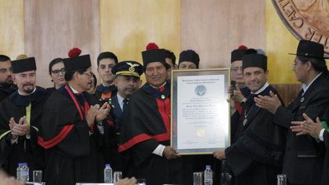 El presidente Evo Morales recibe de la Universidad San Carlos de Guatemala el título Doctor Honoris Causa. Foto:Cancillería