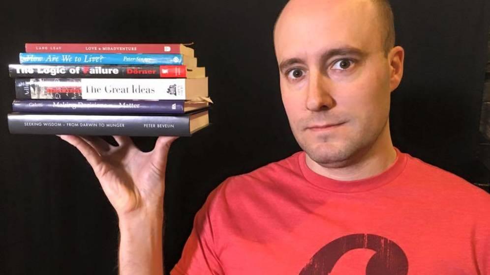 Foto: Siempre rodeado de libros. Foto: Shane Parrish.