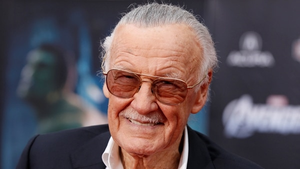 """FILE PHOTO – Comic book creator and executive producer Stan Lee poses at the world premiere of the film """"Marvel's The Avengers"""" in Hollywood, California, April 11, 2012. REUTERS/Danny Moloshok/File Photo"""