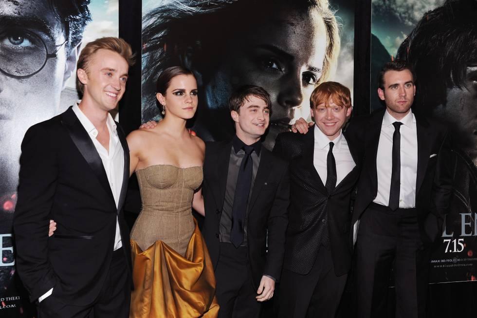 De izquierda a derecha, Tom Felton, Emma Watson, Daniel Radcliffe, Rupert Grint y Matthew Lewis, en 2011 en Nueva York.
