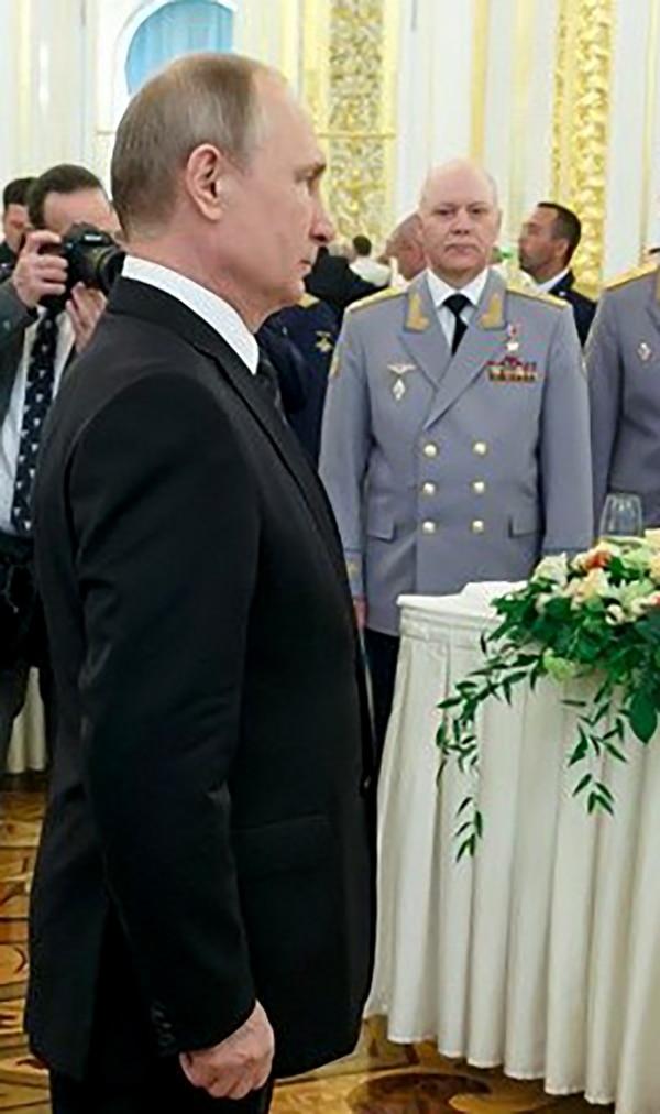 Vladimir Putin e Igor Korobov (AFP)