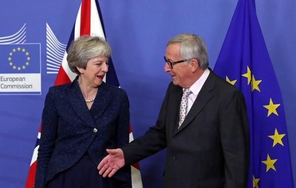 Theresa May y Jean Claude Juncker (Reuters)