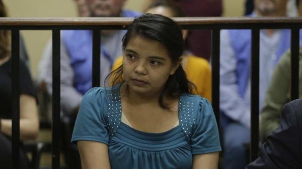 La joven Imelda Cortez está acusada de intento de aborto y podría pasar hasta 20 años en la prisión (EFE/Rodrigo Sura)