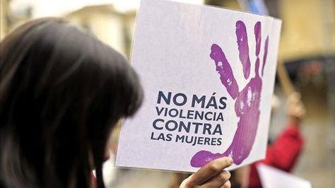 Mujer en rechazo a la violencia.