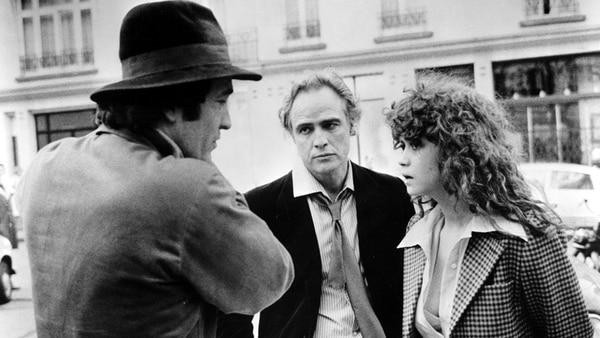 """Bertolucci junto a Brando y Schenider en el set de """"El último tango en París"""""""