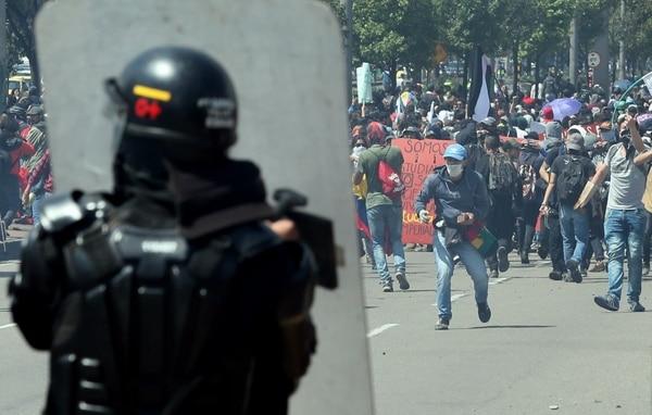 Cientos de personas participaron en una movilización el miércolesen Bogotá (Colombia). (EFE/Mauricio Dueñas Castañeda)