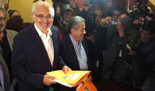El binomio Mesa- Pedraza inscribe su candidatura ante el TSE