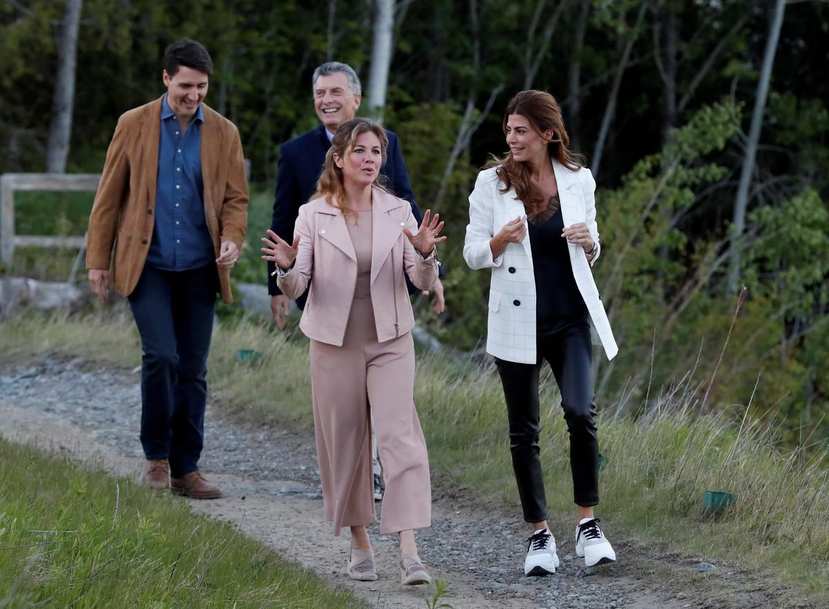 Con la primera dama canadiense, Sophie Gregoire Trudeau, Awada mostró un conjunto informal e impecable (REUTERS).