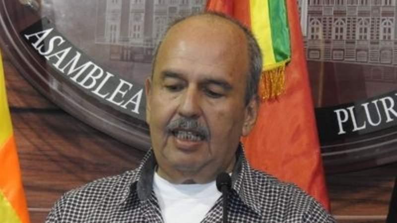 """Arturo Murillo deja Unidad Nacional, dice que se irá a su """"cato"""""""