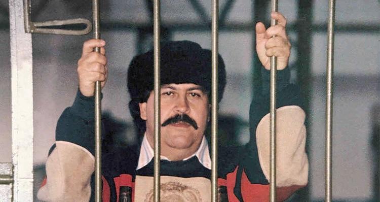 La única foto que se tiene de Pablo Escobar,cabecilla del Cartel de Medellín, durante su reclusión en la cárcel de La Catedral, de Envigado.