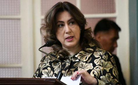 La vicecanciller Carmen Almendras durante su exposición en la rendición de cuentas del Ministerio de Relaciones Exteriores y Culto.