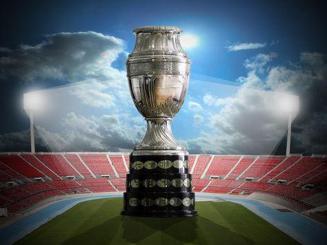El trofeo de la Copa América, el torneo más antiguo del mundo. Foto: Archivo-La Razón