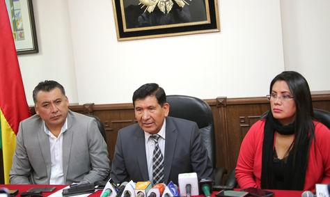 EL presidente del Consejo de la Magistratura, Gonzalo Alcón (centro), en rueda de prensa. Foto: Consejo de la Magistratura