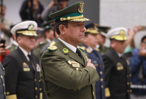 El general Vladimir Yuri Mariscal en el momento de juramento como Comandante General de la Policía Boliviana