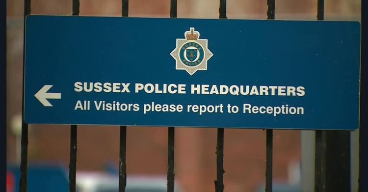 La policía de Sussex pidió disculpas a la familia de la víctima (Foto: @Hayley_Barlow)
