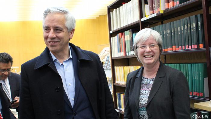 El vicepresidente de Bolivia, Álvaro García Linera, fue recibido por la directora del Instituto Iberoamericano de Berlín, Barbara Göbel.