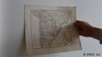 El vicepresidente boliviano muestra un mapa de Bolivia datado de 1881, cuando el territorio del país se extendía hasta el Océano Pacífico.