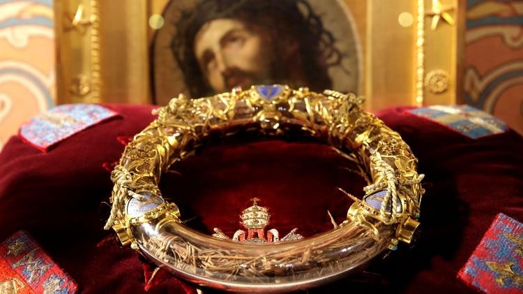 La corona de espinas, unas de las reliquias rescatadas del incendio de Notre Dame (Reuters)