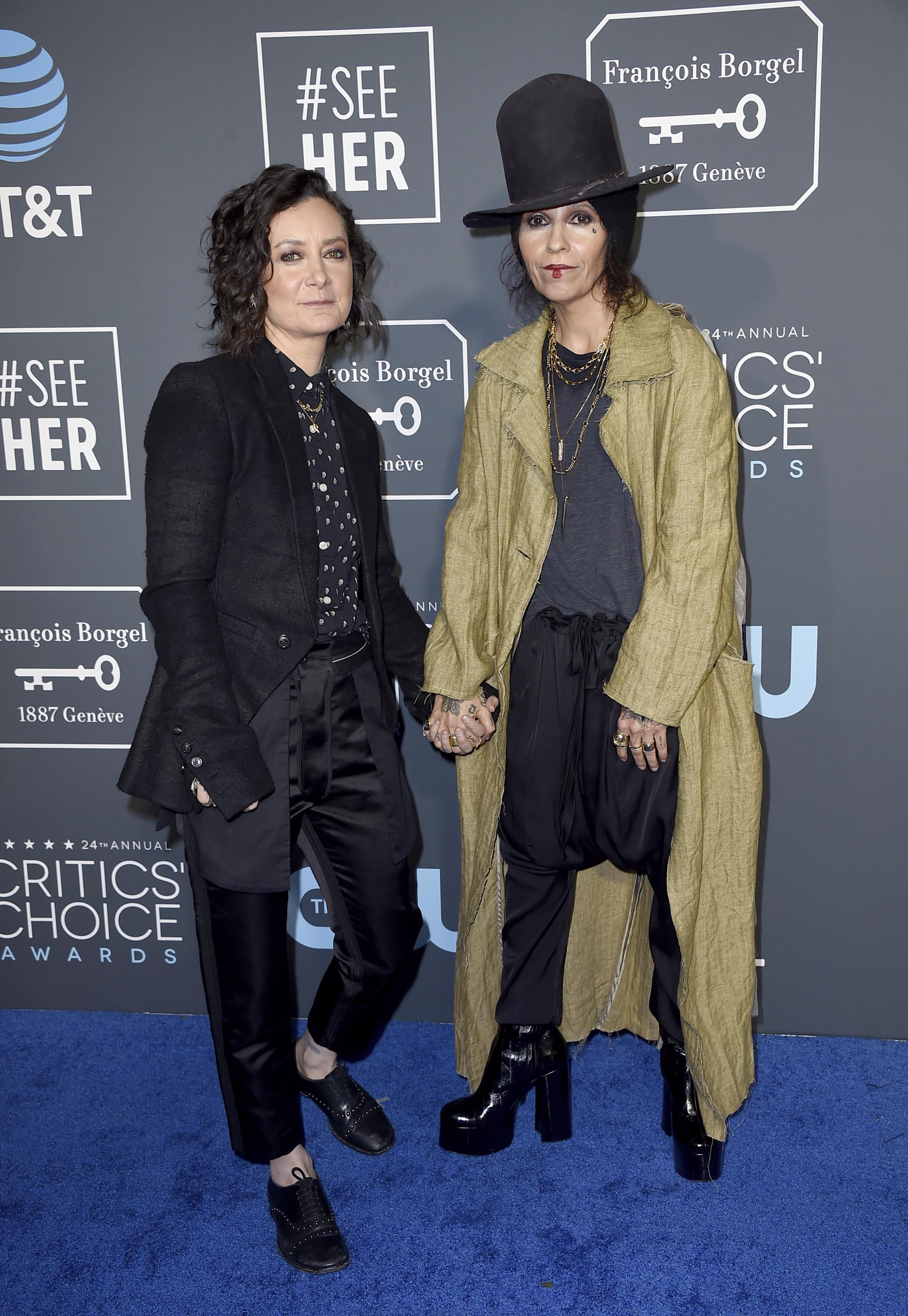 Sara Glibert y Linda Perry ( Jordan Strauss/Invision/AP)