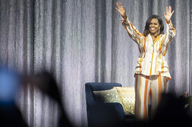 Pese a llevar dos años fuera de la Casa Blanca, el carisma de Michelle Obama se extiende allá donde va. Y estos meses ha ido a muchos lugares, gracias a la gira para dar a conocer su exitosísimo libro de memorias,