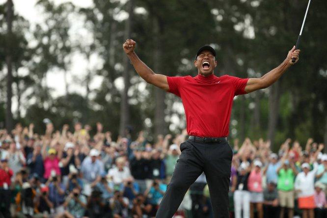 El golfista Tiger Woods ha conseguido el triunfo en el último Master de Augusta, el primer gran torneo que conseguía después de 11 años y tras convertirse en un ejemplo de superación personal. Su caída a los infiernos desde lo más alto de la élite del golf comenzó con su confesa adicción al sexo y continuó con las graves lesiones de espalda por las que estuvo dos años casi sin poder ponerse en pie.