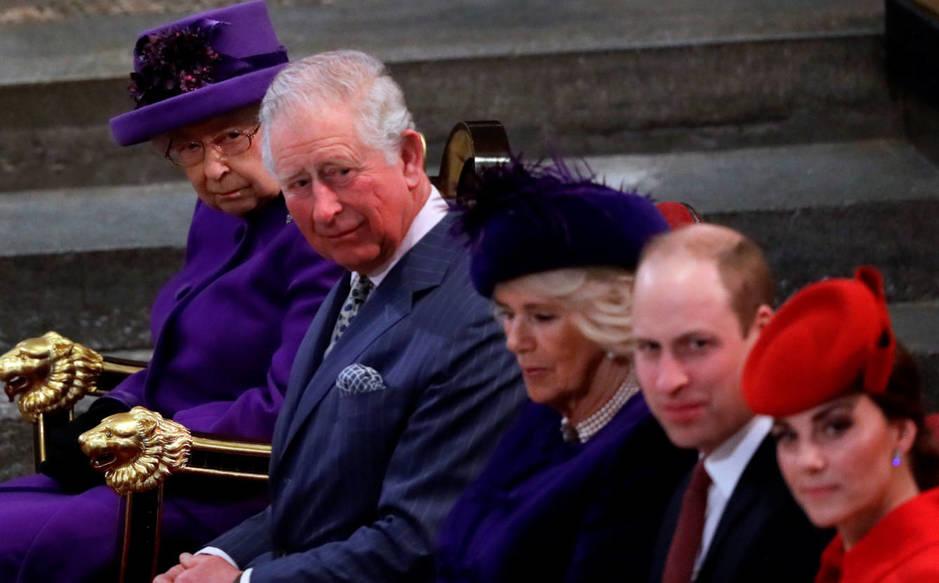 La familia real británica, en el punto de mira. (Reuters)