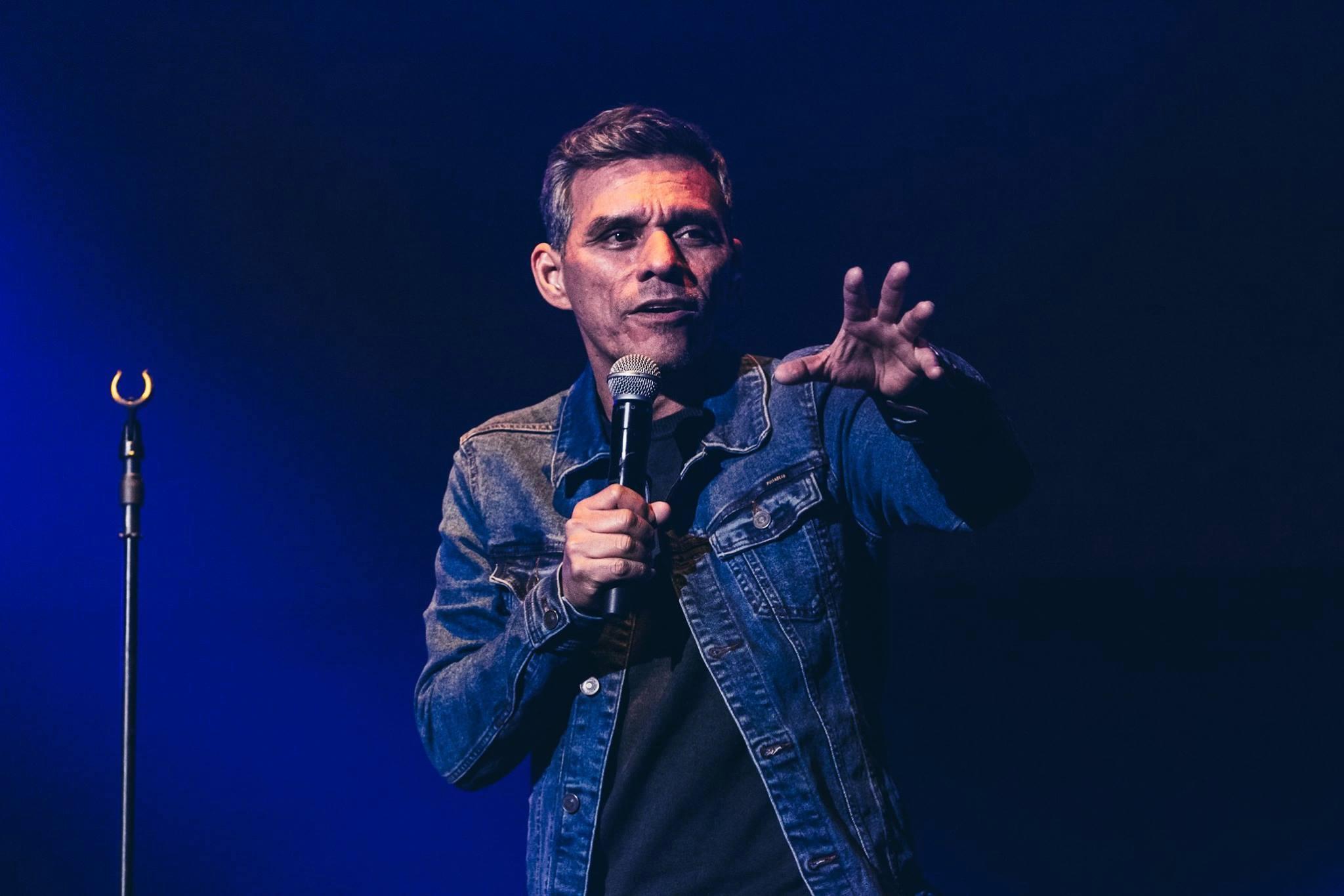 El salmista guatemalteco Julio Melgar publicó varios discos y participó en múltiples conciertos (Foto Prensa Libre: Facebook Julio Melgar).