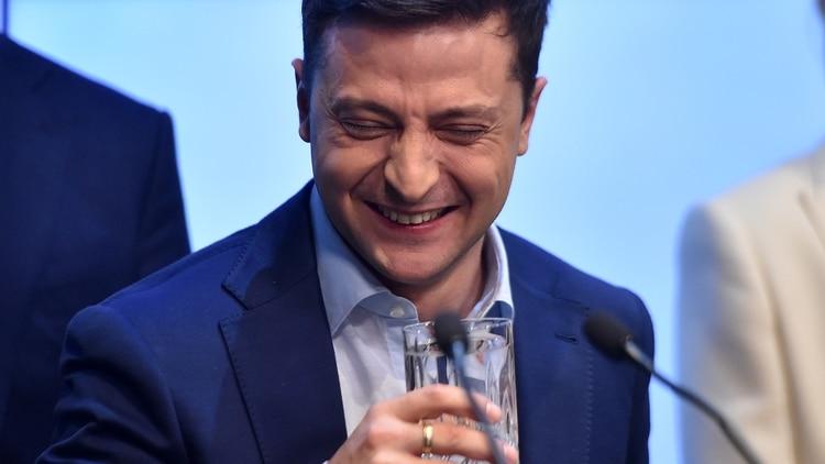 Zelensky es un joven comediante sin experiencia política (Photo by Sergei GAPON / AFP)