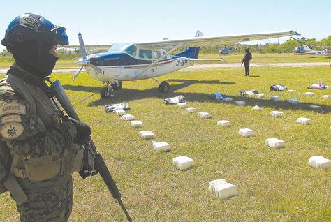 Operativo. Interceptan narcoavioneta, en Beni, que transportaba cocaína desde el VRAEM (Perú).