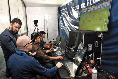 La prueba que realizó BAISA SRL en el partido del domingo entre Bolívar y Guabirá. Foto: Pedro Laguna-archivo