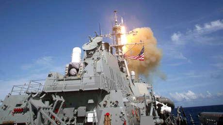 Lanzamiento de misil estándar (SM-3) desde el destructor de clase Arleigh Burke USS Decatur (DDG 73).
