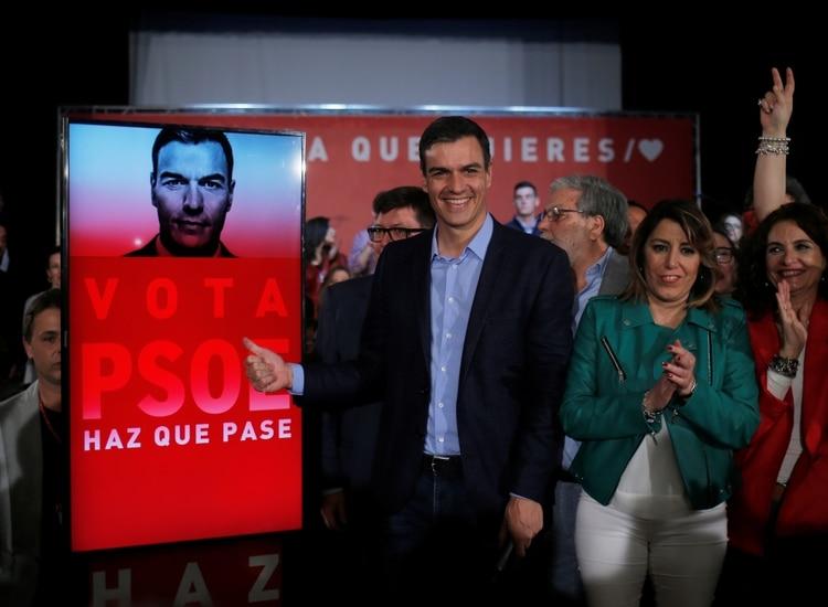 El líder del PSOE y actual primer ministro español Pedro Sánchez durante un encuentro con militantes (REUTERS/Jon Nazca)
