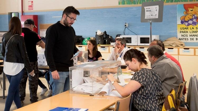 Aunque el PSOE se impuso claramente, la polarización sigue siendo fuerte en España (AFP)