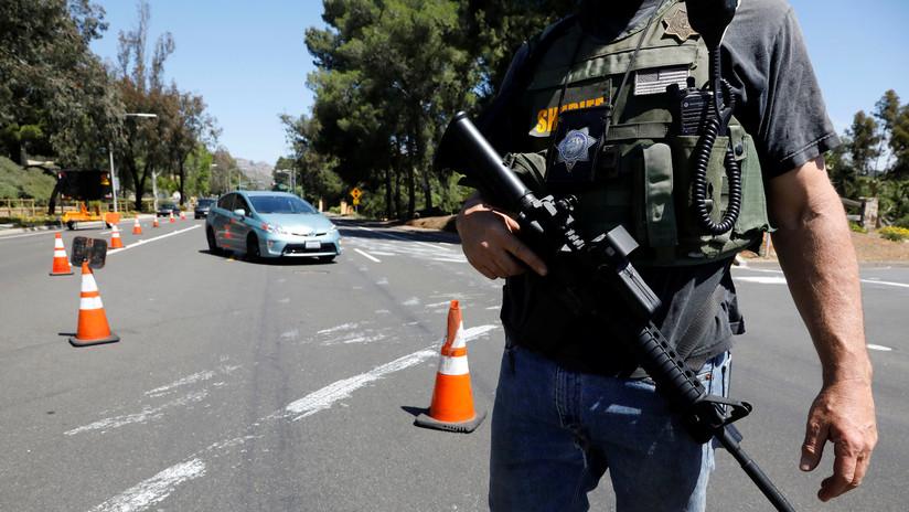 Un médico se desmaya al reanimar a una víctima del tiroteo en la sinagoga de San Diego cuando percibe que es su esposa