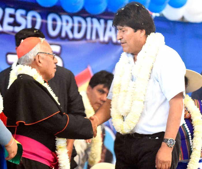 Cardenal Toribio Porco Ticona junto al presidente Evo Morales.