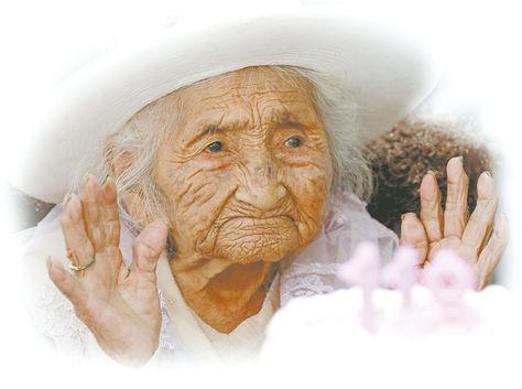 "La ""súper centenaria"" Julia Flores Colque."
