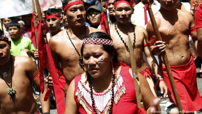 Indígenas de la etnia Pemón, habitantes de territorios reserva natural entre Venezuela y Brasil.