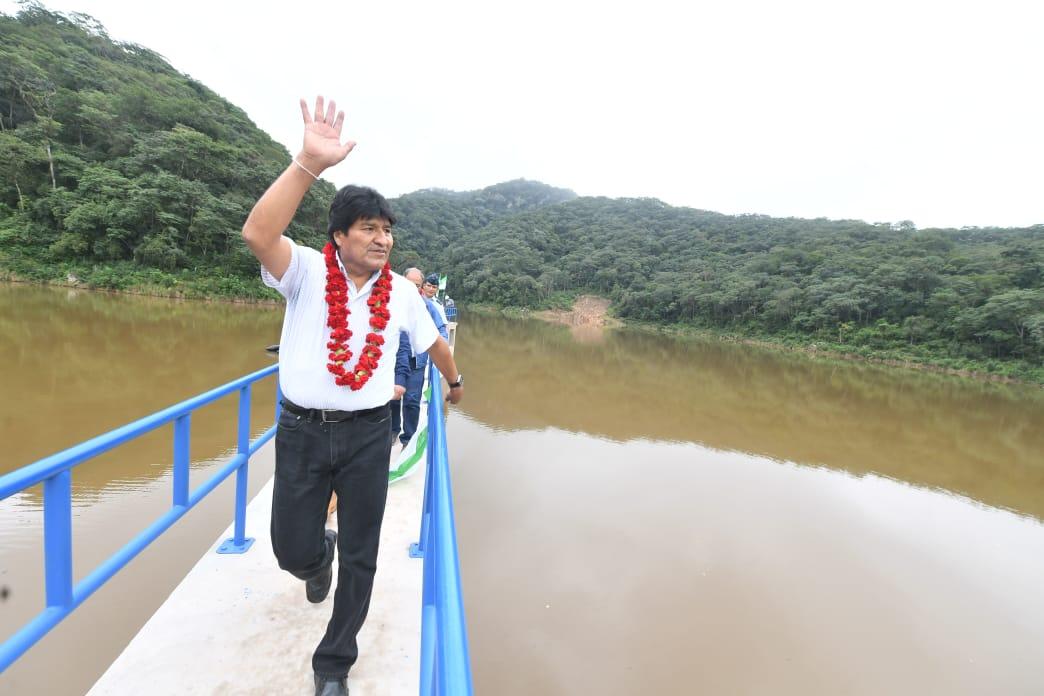 Evo arriba a Tarija y entrega el sistema de riego âItavicua Iâ en Yacuiba
