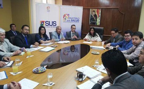Reunión por el SUS: Autoridades del Ministerio de Salud con directores del complejo hospitalario de Miraflores.